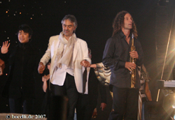 Teatro del Silenzio, Lajatico, 5.7.07, with Lang Lang and Kenny G, - copyright www.bocelli.de