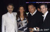 Phoenix, Dec 14, 2007Andrea and Veronica with Muhamed Ali and Steven Mercurio - grazie a Verano!