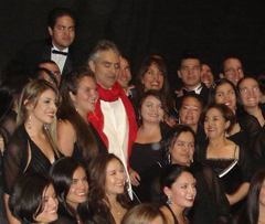 Bogota25.4.11,Andrea with singers of Colombia National Choir,  thanks to Corina